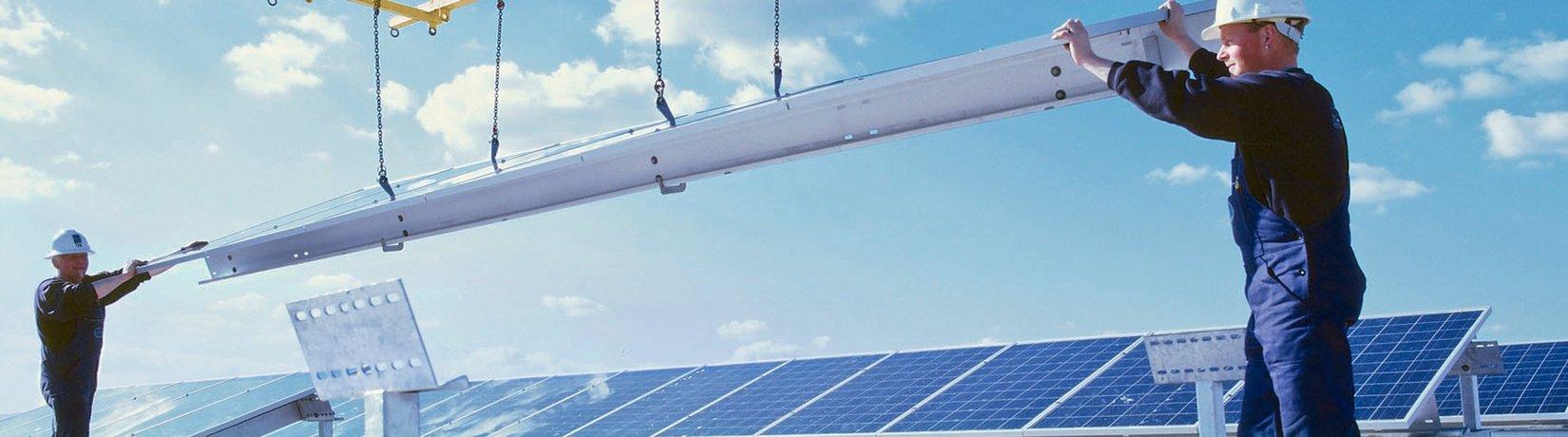 SolarCluster Montage Dacharbeiten Solarzellen