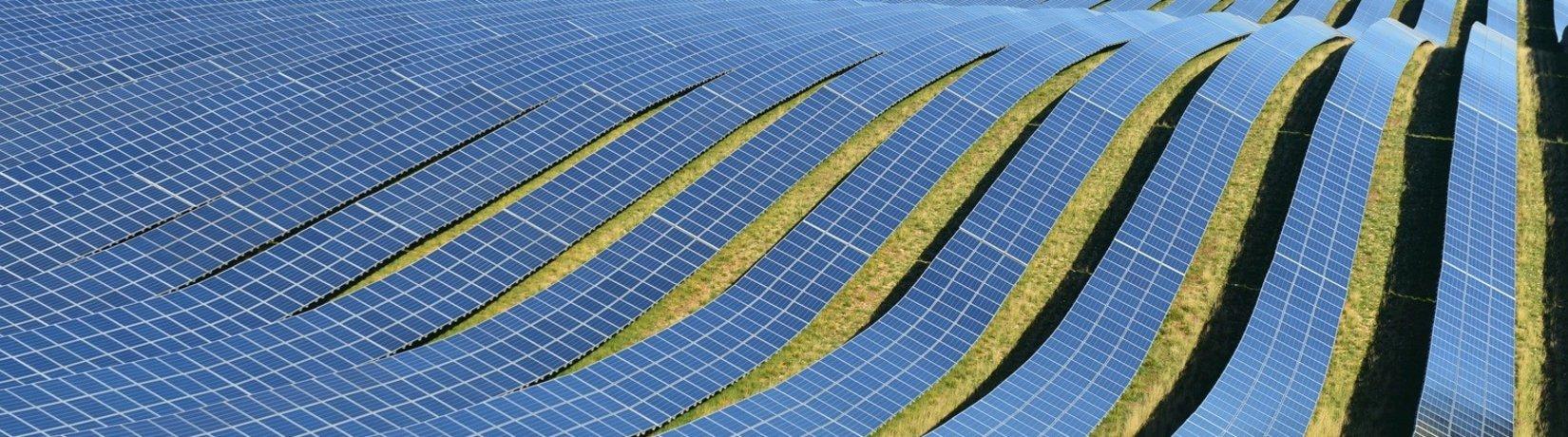 Header Montage von Solarzellen